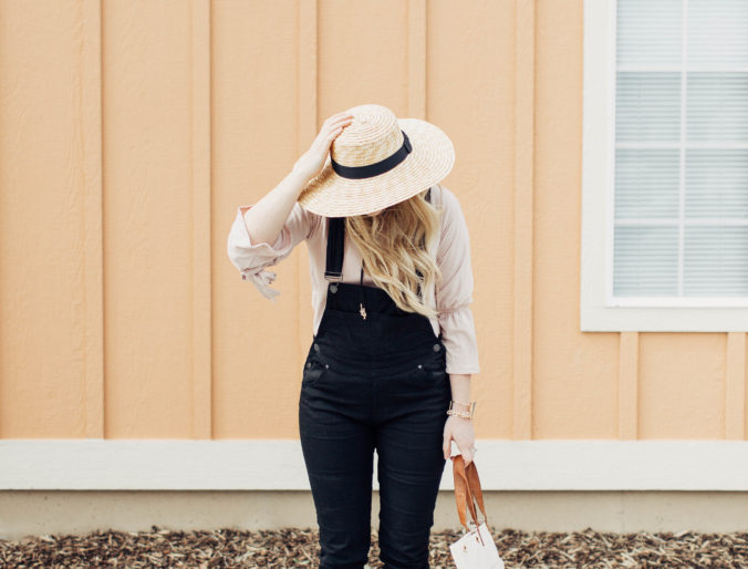 Black overalls style for the modern mom // spring blush style