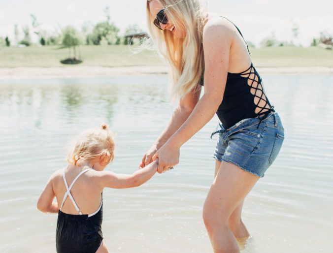 the best shorts for the modern Mom // perfect mama shorts / cute bermuda shorts