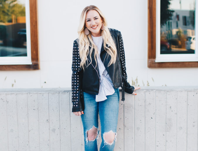 date night looks / leather jacket style / women's fashion trends / fall fashion trends / date night outfits / ripped jeans / booties / mom fashion