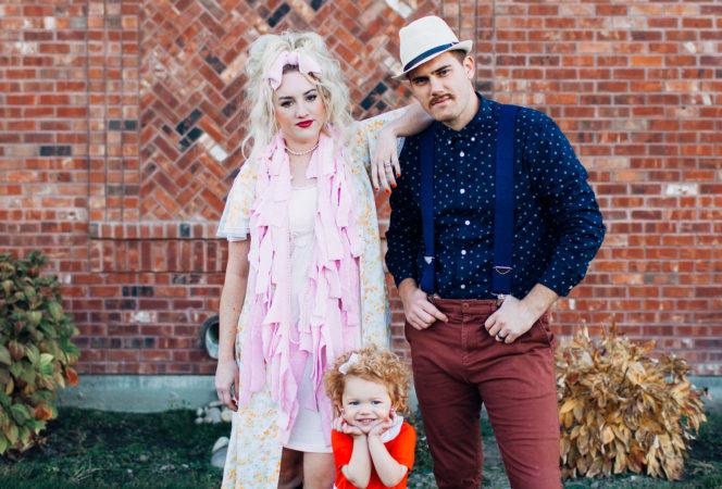 annie family costume halloween DIY / Orphan Annie Halloween Family Costume