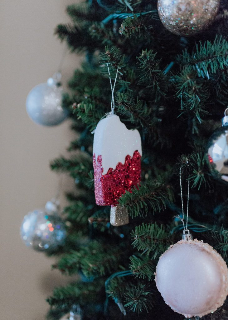 easy inexpensive cute christmas tree for under 100 dollars that looks real and is family