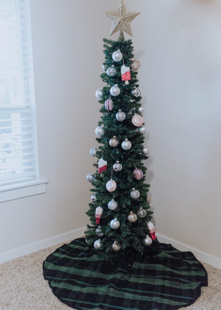 easy inexpensive cute christmas tree for under 100 dollars that looks real and is family - Fully Decorated Christmas Tree
