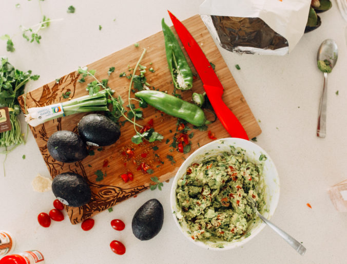 an easy and delicious guacamole recipe that you can make fast for a party or on the go, creamy and delicious for guac and chips