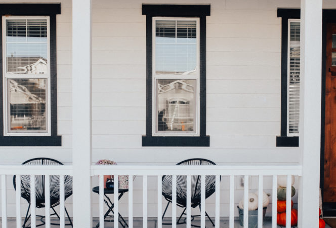 fron porch curb appeal / easy DIY wrap around white porch for a farmhouse modern look